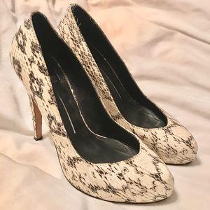 Dolce vita size 6 snake skin heels